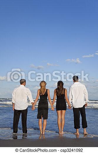 夫婦, 人們, 年輕, 二, 四, 扣留手, 海灘 - csp3241092